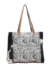 Load image into Gallery viewer, Cotton Rug Tote Bag