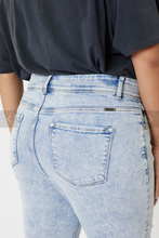 Load image into Gallery viewer, Curvy 80's Denim