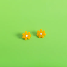 Load image into Gallery viewer, The Baby Daisy Stud Earrings,EarringMindFlowers
