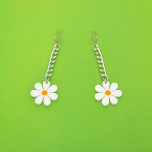 The Baby Daisy Chain Earrings, Silver chain with white daisy.