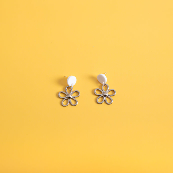 The Metal Daisy Stud Earrings,EarringMindFlowers