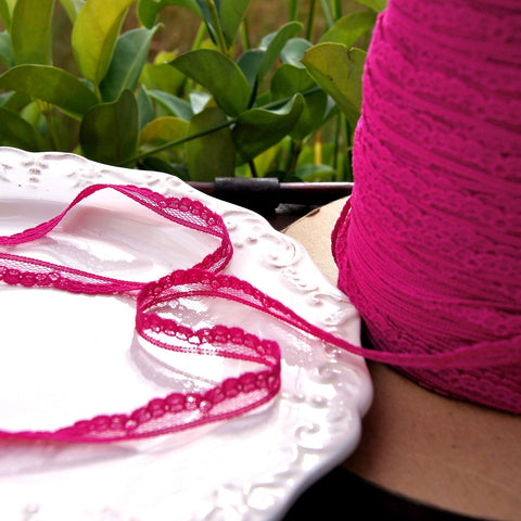 Magenta Scalloped Narrow Lace Edging ⅜
