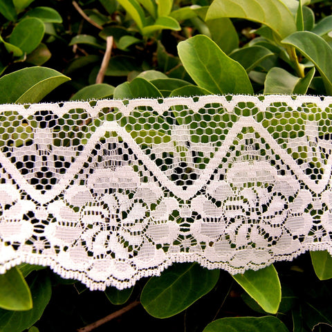 Zig Zag Floral Scalloped Off White Lace Trim