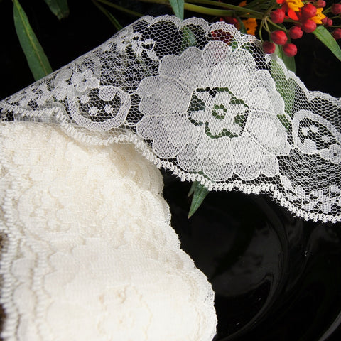 Scalloped Flower Raschel Lace - Off White
