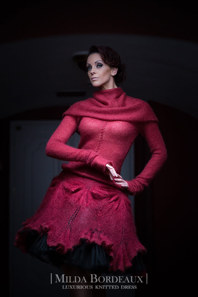 LUXURIOUS KNITWEAR IN BORDEAUX