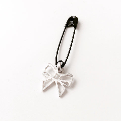 Small Bow pin in silver