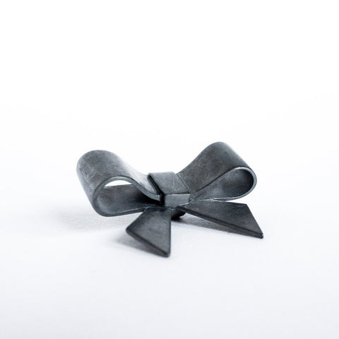 Strik Colliertje | Bow Necklace (oxidized silver)