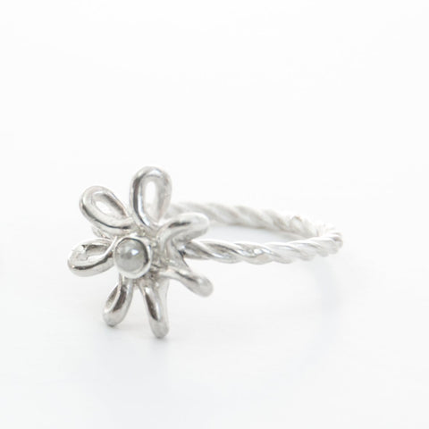 Flora Filigrain flower ring with natural diamond