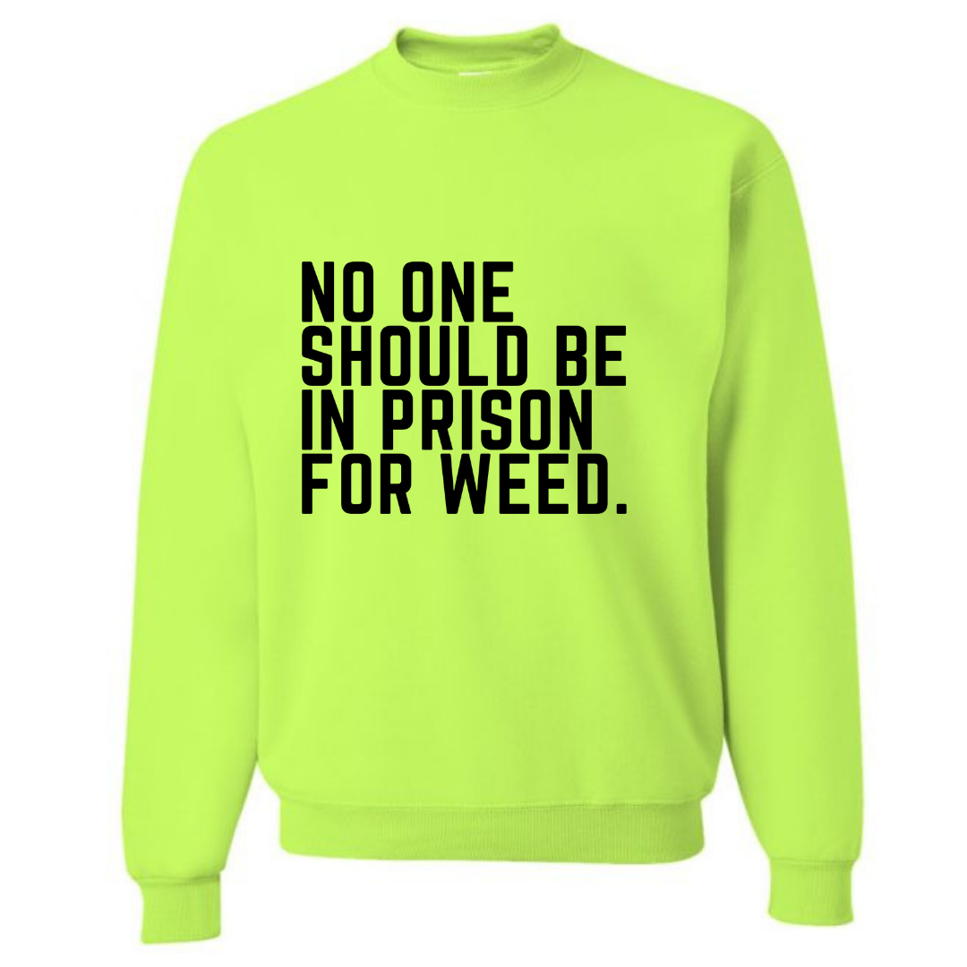 NO ONE SHOULD BE IN PRISON FOR WEED UNISEX SAFETY GREEN SWEATSHIRT