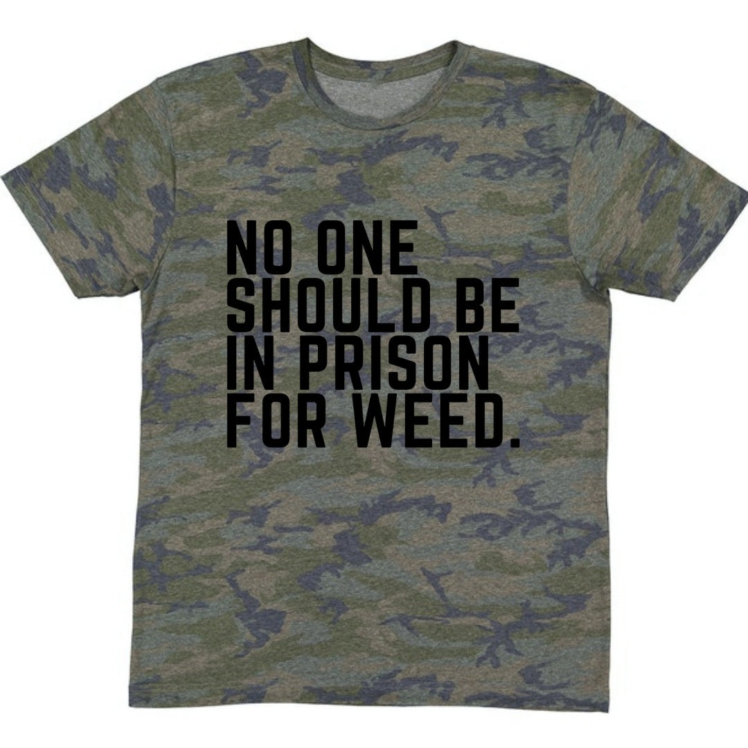 NO ONE SHOULD BE IN PRISON FOR WEED UNISEX CAMO TEE