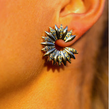 Carica l'immagine nel visualizzatore di Gallery, 'Grain array' hoop earrings