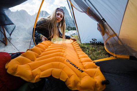 A women putting her Insulated Static V lite into her tent