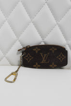 Load image into Gallery viewer, Louis Vuitton Monogram Key Chain Cles