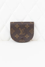 Load image into Gallery viewer, Louis Vuitton Rounded Coin Pouch