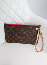 Load image into Gallery viewer, Louis Vuitton Monogram Neverfull Pochette w/ Pink Interior