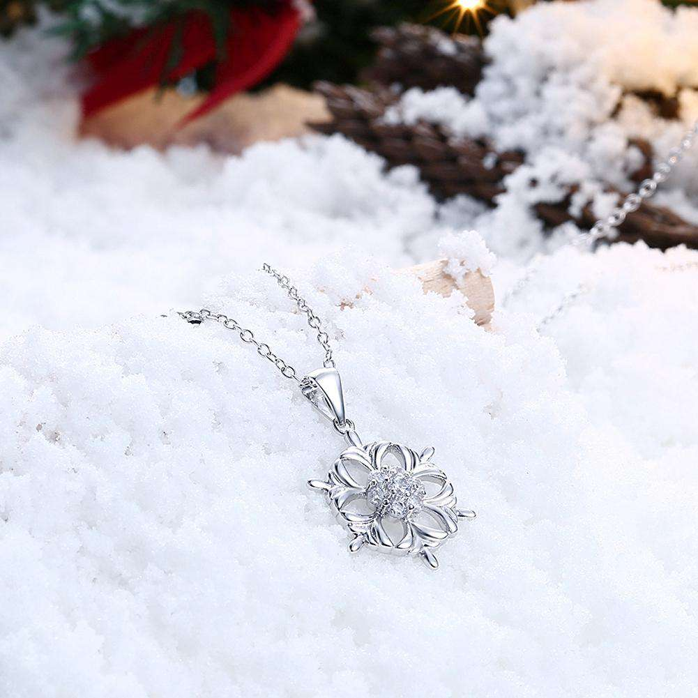 Inari Adorns A Zircon Christmas Necklace in The Shape of A Snowflake