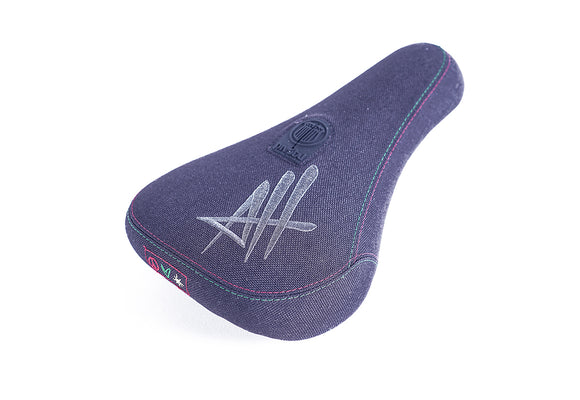 Colony  Pivotal Seat Fat Size Alex Hiam Signature  £32.99
