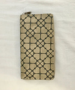 Sand Hearts Embossed Pattern PU Leather Wallet