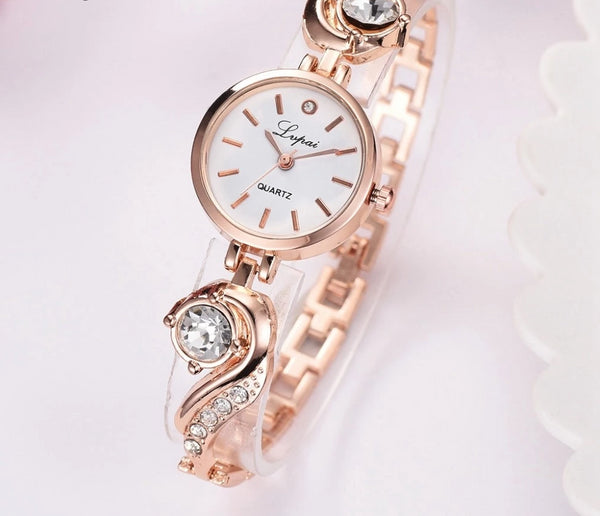 Womens luxury sparkles rhinestones diamonds quartz watch bracelet fashion beautiful (gld)