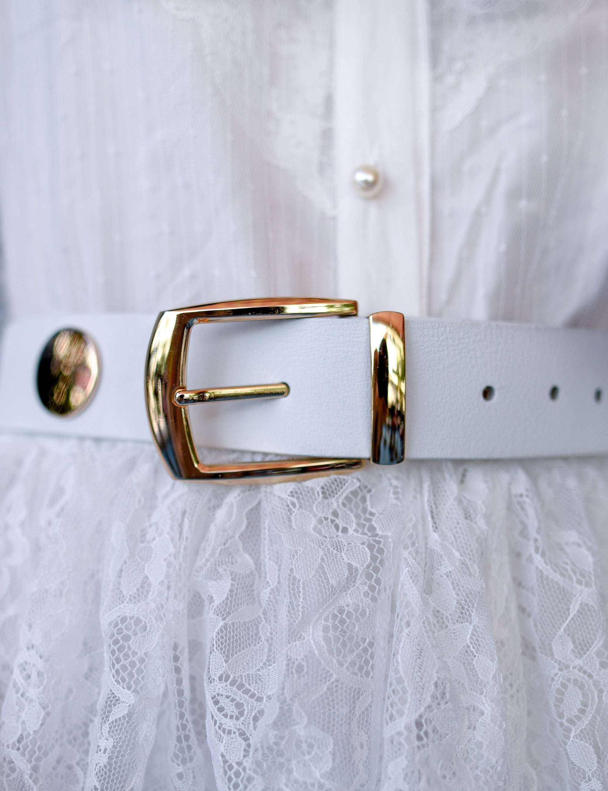 MELITA White Leather Belt with Metallic Gold Buckle Diluv