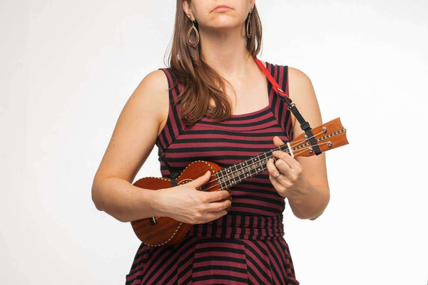 model demonstrating the regular Hug Strap for ukulele