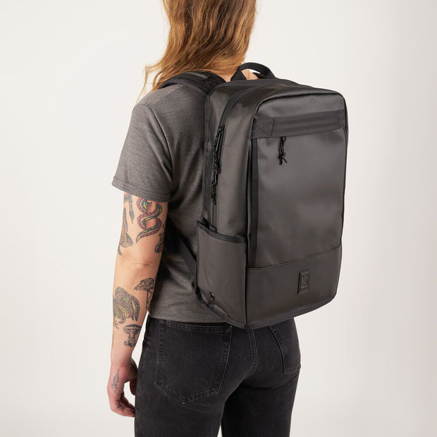 MOCHILA CHROME BACKPACK MOD. HONDO  BLACK NO. PEDIMENTO 212434821002970 02FEB2021