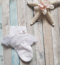 Load image into Gallery viewer, Lace trim sock with pearls