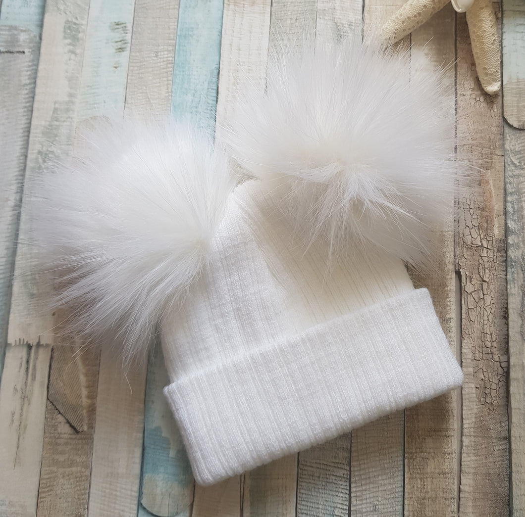 White double knitted pom pom hat