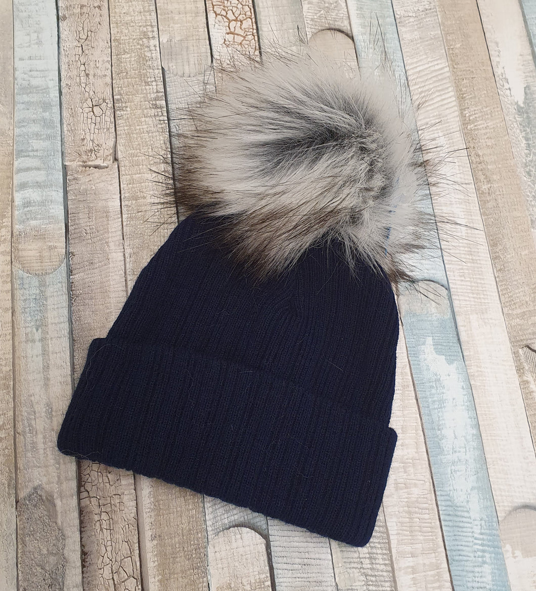 Navy single faux fur pom pom hat