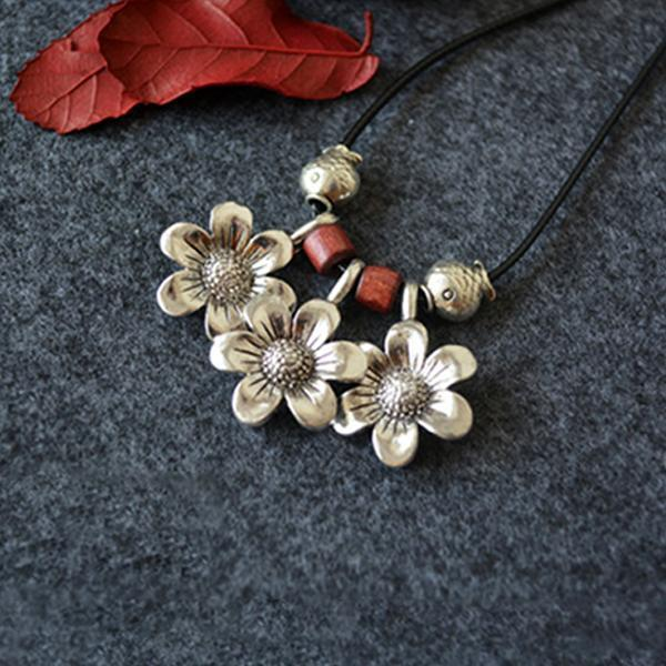 Vintage White Flower Necklace