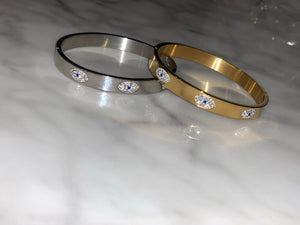 Three eye bangle