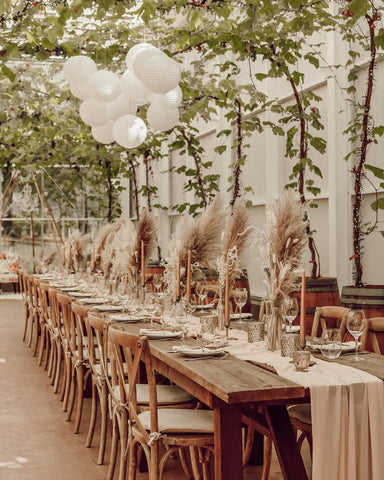 Wedding venue centerpieces using dried pampas grass and other dried florals, perfect boho-inspired summer wedding decor