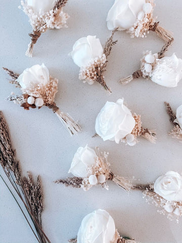 Dried floral boutonnieres for a boho inspired wedding. Summer wedding trends, Golden August