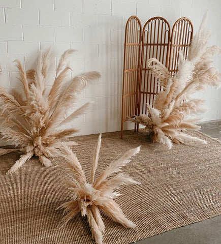Dried pampas grass wedding install - perfect wedding decor for any venue or location. Perfect for a summer, boho inspired wedding