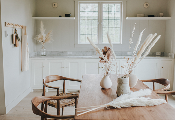 Minimalist details in a kitchen and dining room using dried pampas grass, and dried florals