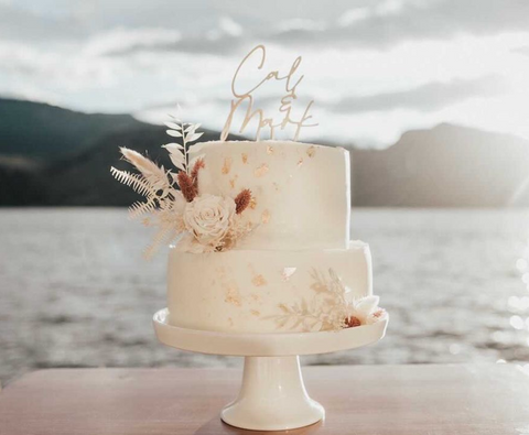 Dried floral cake topper on a simple white cake for minimalist, boho, simple wedding decor