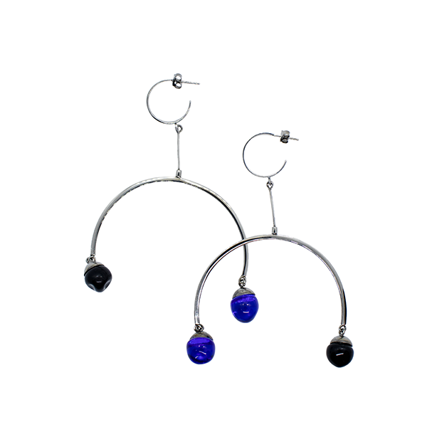 Flux earrings in black and blue
