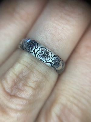 Engraved Pansy Band