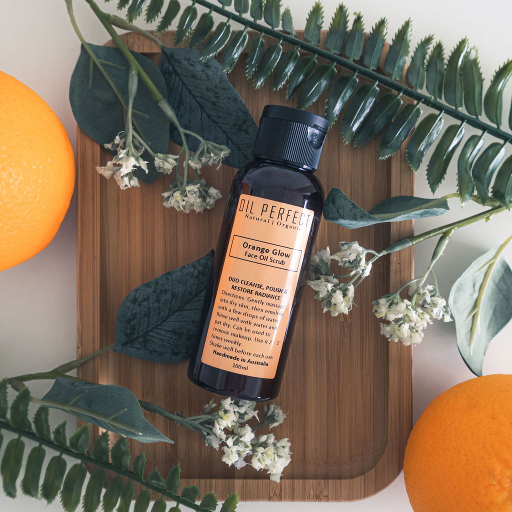 An organic facial scrub that cleanses, polishes, & moisturises for a refined radiance. By Oil Perfect.