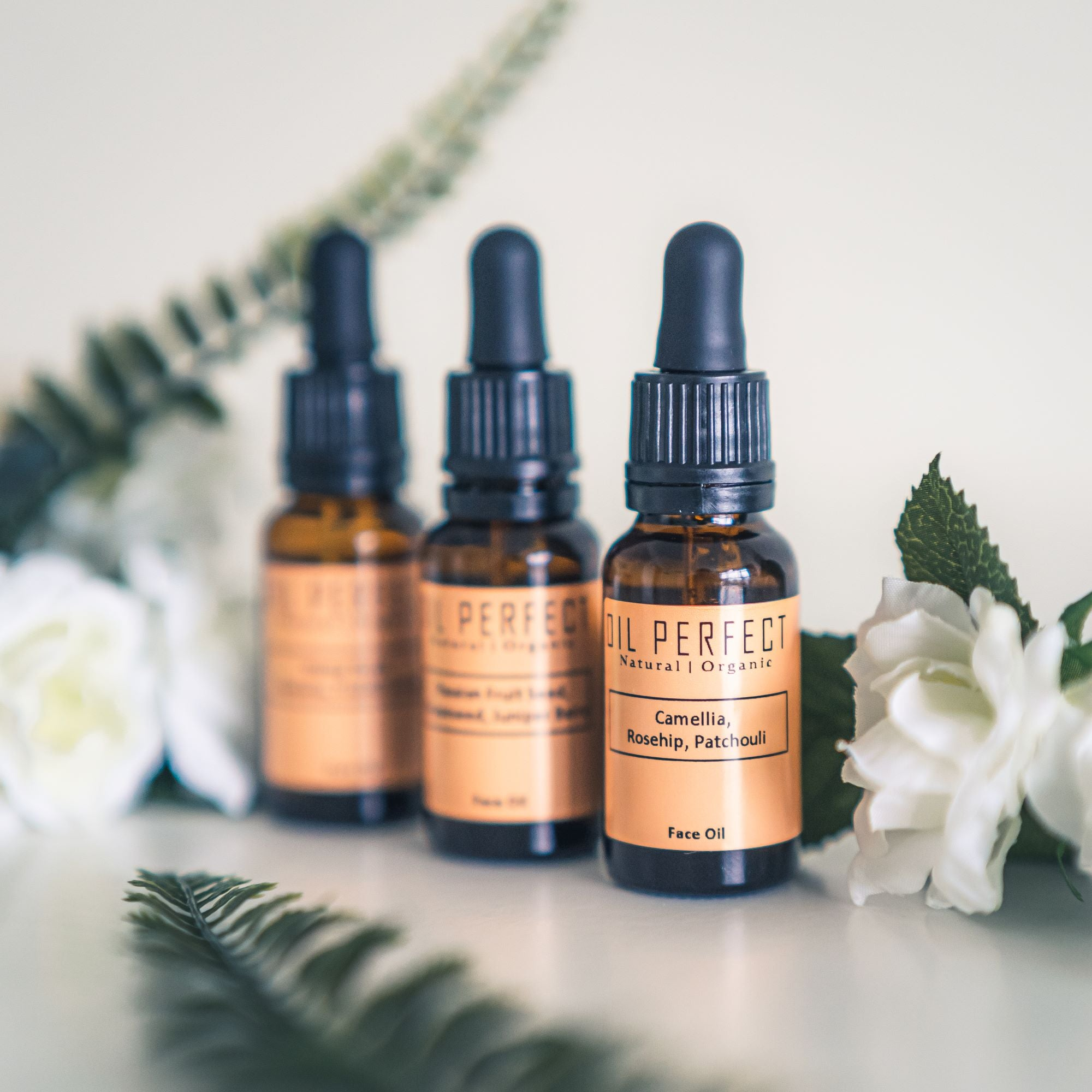 Our customised organic face oil is designed to tailor your skincare regimen to the changing needs of your skin in 3 simple steps. By Oil Perfect.