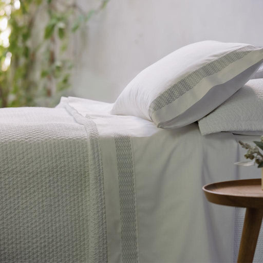 White Cotton Bedspread & Pillowcases