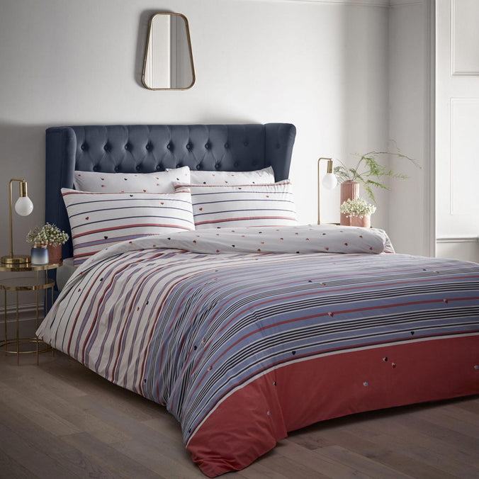 Oasis Kissing Hearts Bedding