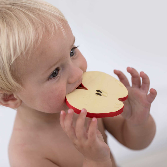 Oli & Carol Teether & Bath Toy, Pepita the Apple