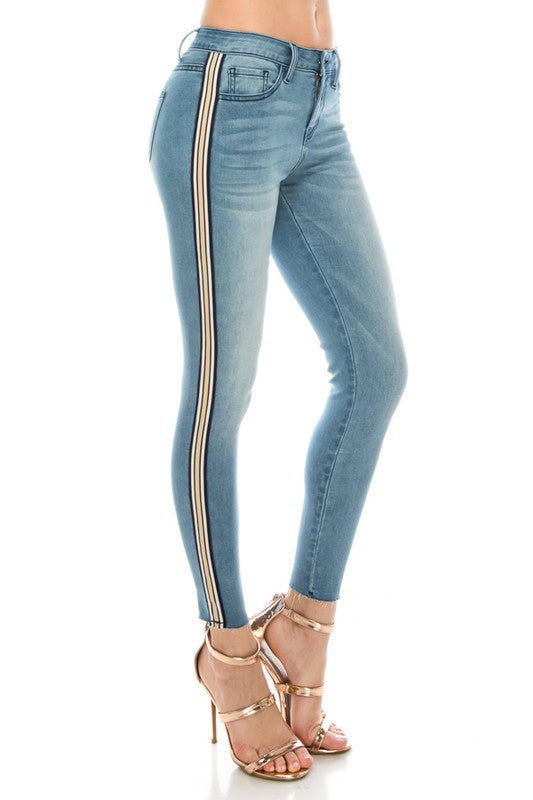 Light wash denim skinny Jean with side stripe