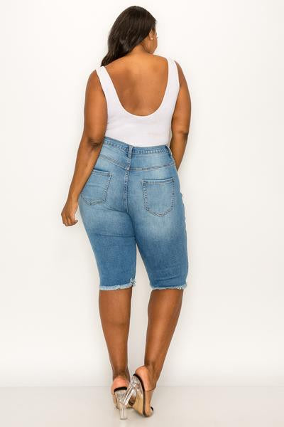 Curvy distressed Capri denim