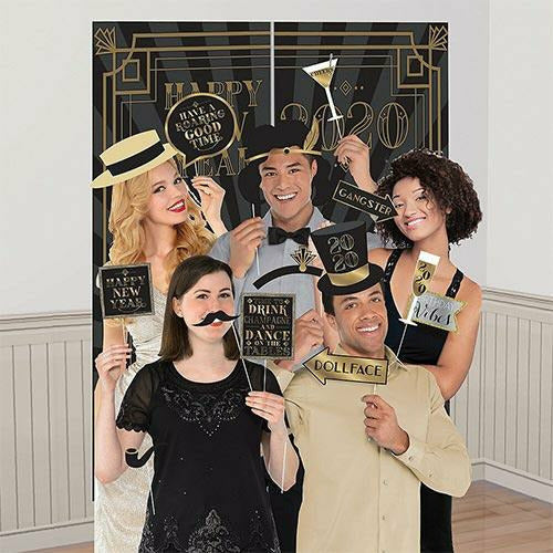 Roaring 20s Scene Setter with Photo Booth Props
