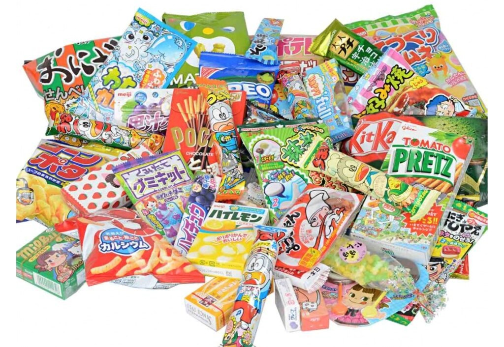 A Varied Selection of Popular Japanese Snacks
