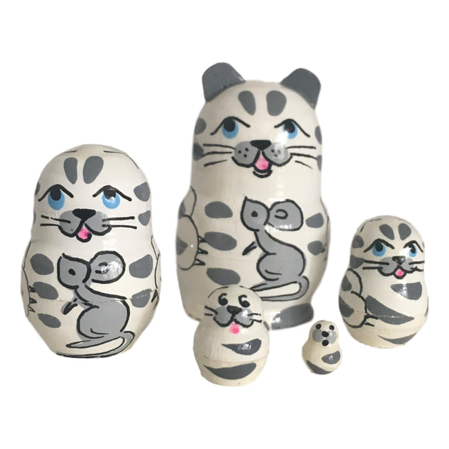 White cat nesting dolls