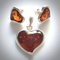 heart amber pendant and stud earrings jewelry set