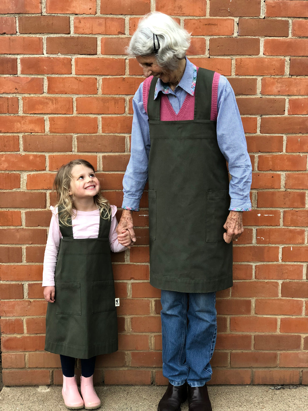 Ladies' Pinafore Apron in Forest Green/Navy
